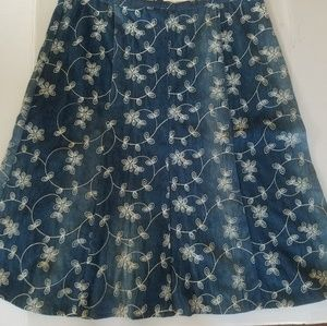 Embroidered chambray skirt, NWOT, Sz 6, 205